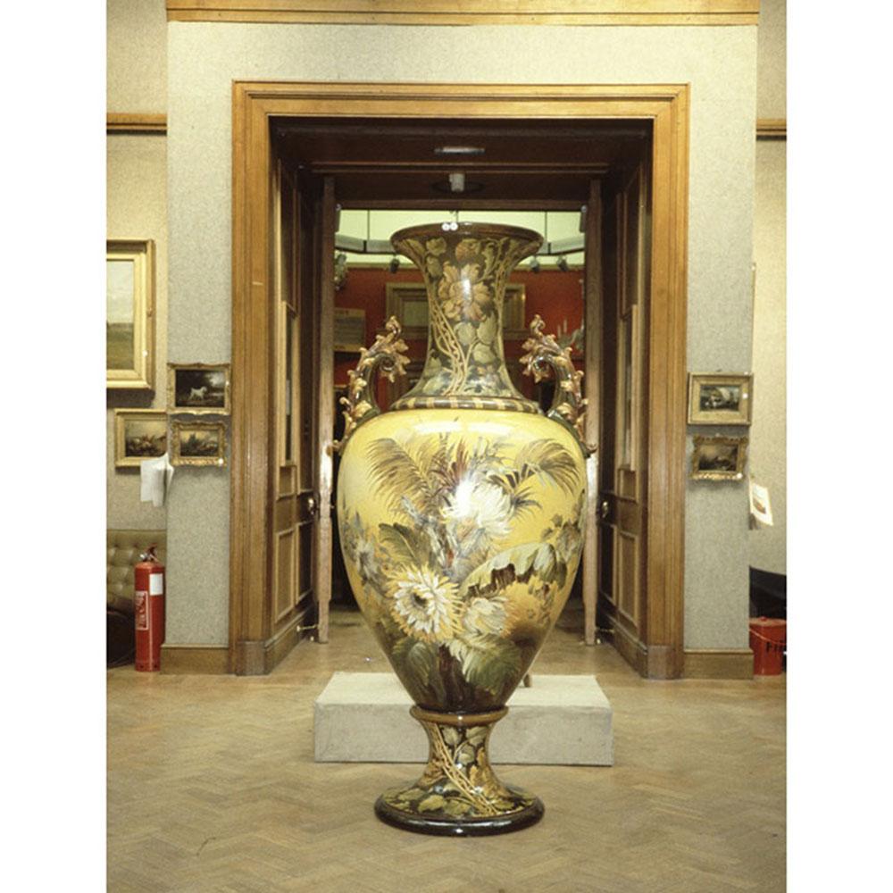 V=Wiener Museum Florence Lewis Christie's Vase